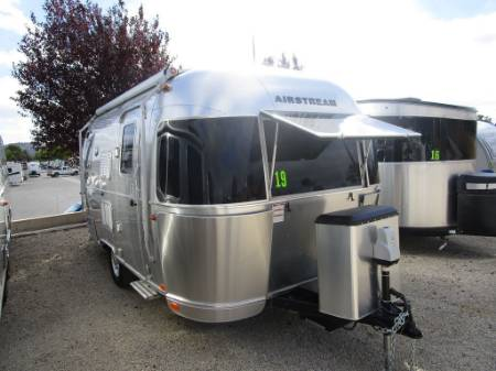 2017 Airstream Flying Cloud 19CB