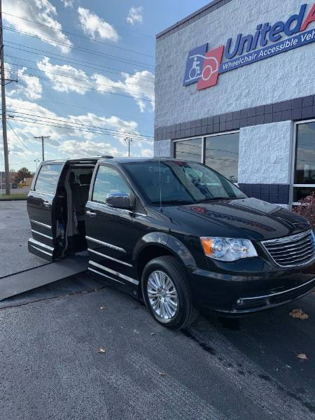 2013 Chrysler Town & Country Limited Wheelchair Van
