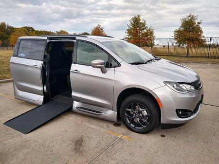 2019 Chrysler Pacifica Touring L Plus Wheelchair Van