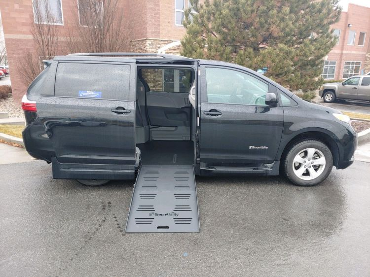 Wheelchair Van Weekly Special 2017 Toyota Sienna