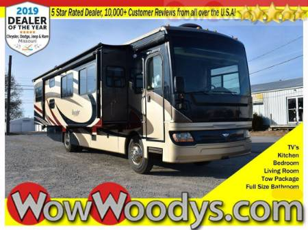 2009 Fleetwood Bounder Diesel RV 6.7L V6 RV Leather Seats TV Bedroom Bathroom Kitchen