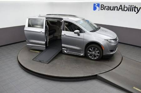 2019 Chrysler Pacifica Limited Platinum Wheelchair Van