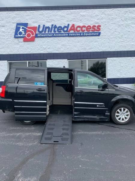 2015 Chrysler Town & Country Touring Wheelchair Van
