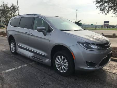 2018 Chrysler Pacifica Touring L Wheelchair Van