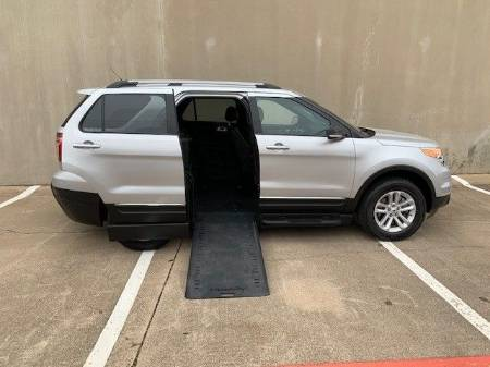 2015 Ford Explorer XLT Wheelchair Vehicle
