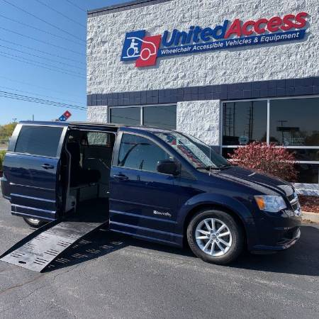 2014 Dodge Grand Caravan SXT Wheelchair Van