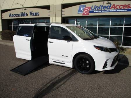 2020 Toyota Sienna SE Nightshade Wheelchair Van