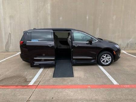 2017 Chrysler Pacifica Touring L Wheelchair Van